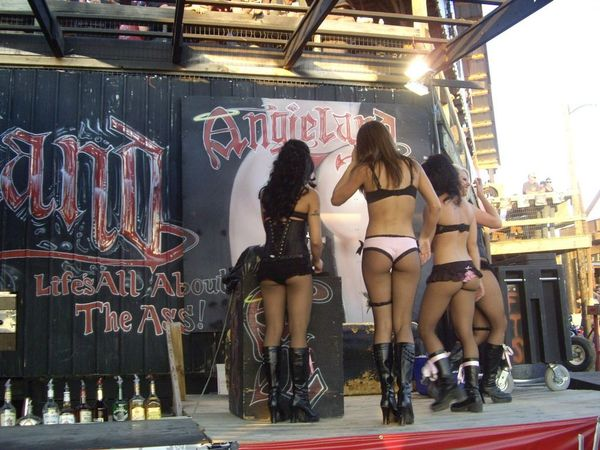Flaunt Girls Full Throttle Saloon http://vx-17.blogspot.com/2011/12/full-throttle-saloon-flaunt-girls.html