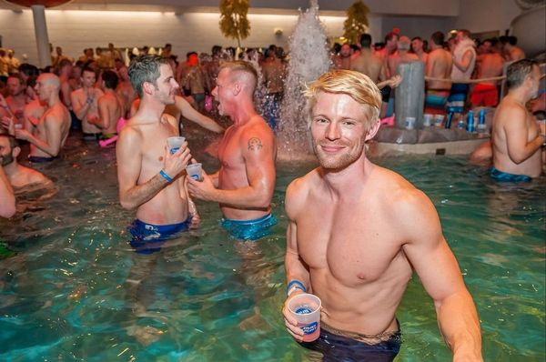 gay bathhouse bars