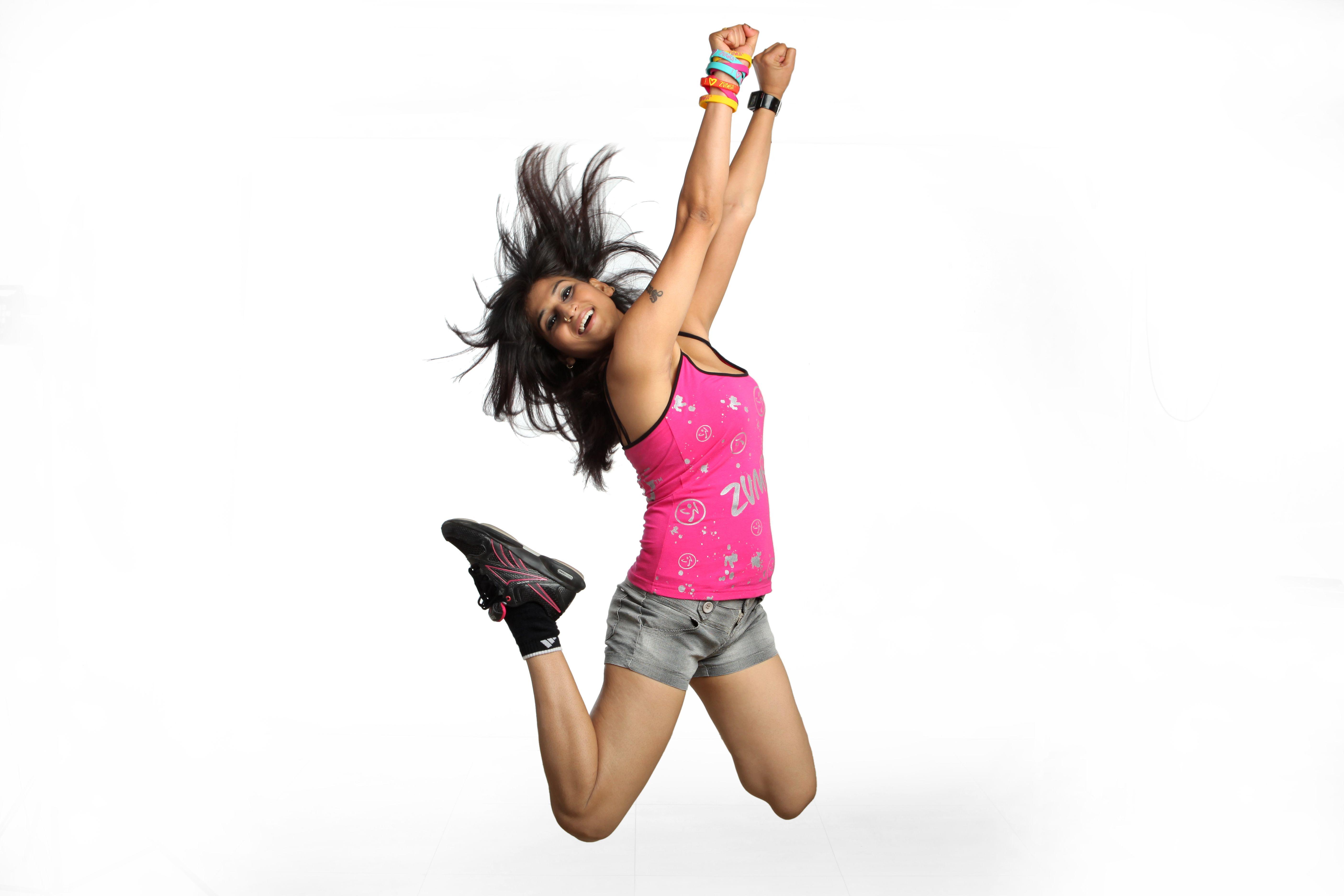 танцующие девушки в наушниках фото