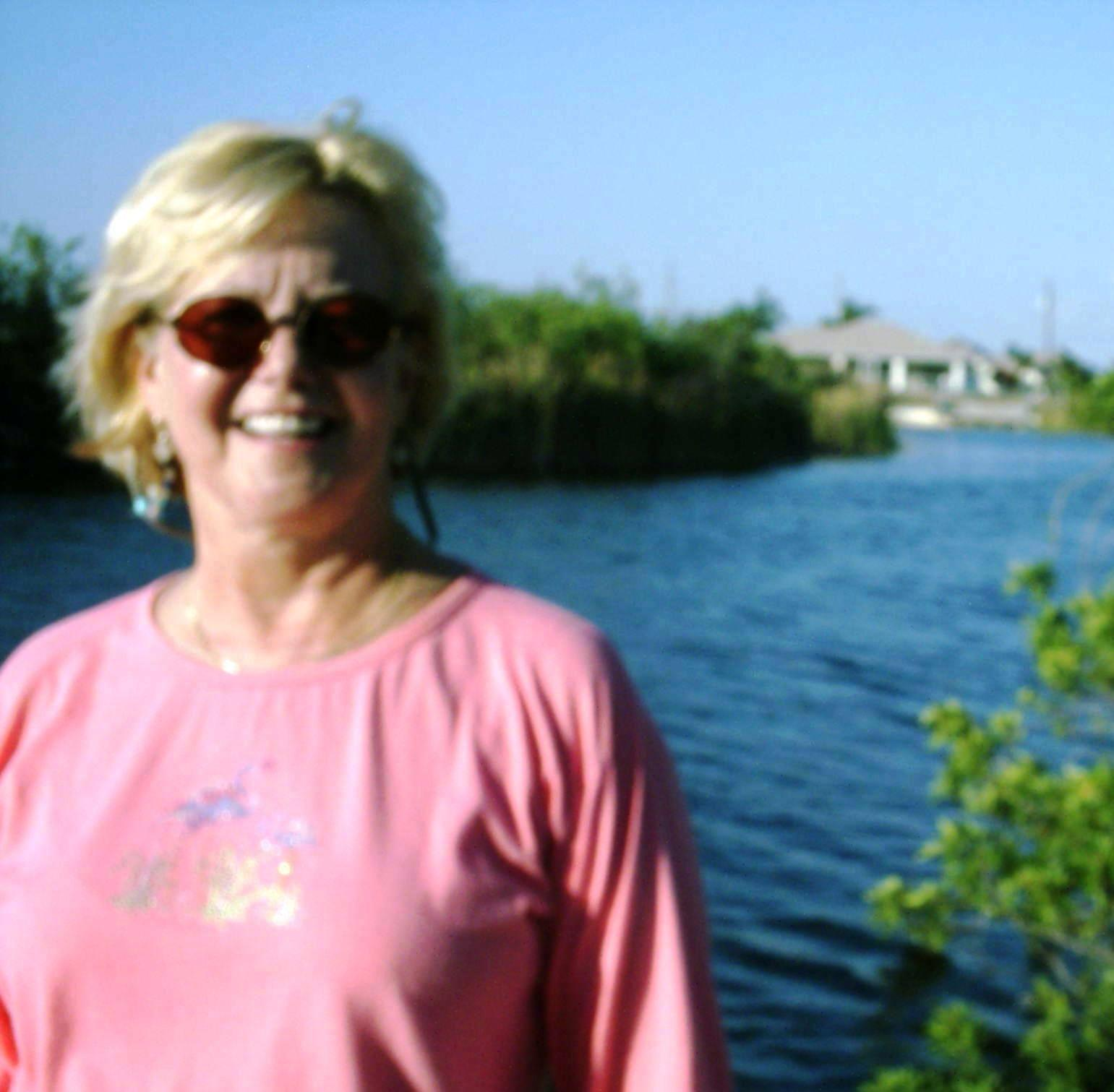 cape coral asian single women I am a widowed 50 yr old woman, considering moving to cape coral from houston ,tx just wondering , what is the single life for women in my age group.